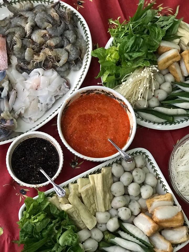 bahan bahan steamboat kamu bisa menambahkan  bahan makanan mulai  ayam bakso Resepi Sup Ayam Restoran Enak dan Mudah