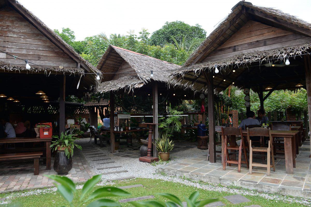 Jom Buka Juadah Kampung Feeling Bagaikan Pulang Ke Kampung Sendiri Di 20 Laman Cafe